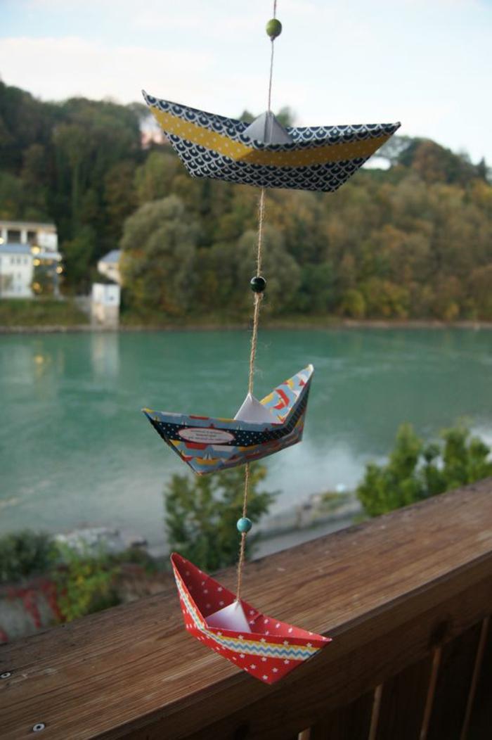 decorare-finestre-barchette-di-carta-attaccate-filo-vista-fiume-davanzale-idea-fai-da-te