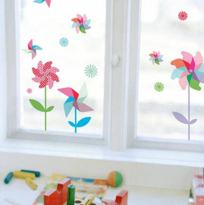 decorare-finestre-camertta-bambini-fiori-carta-colorata-idea-originale-fai-da-te