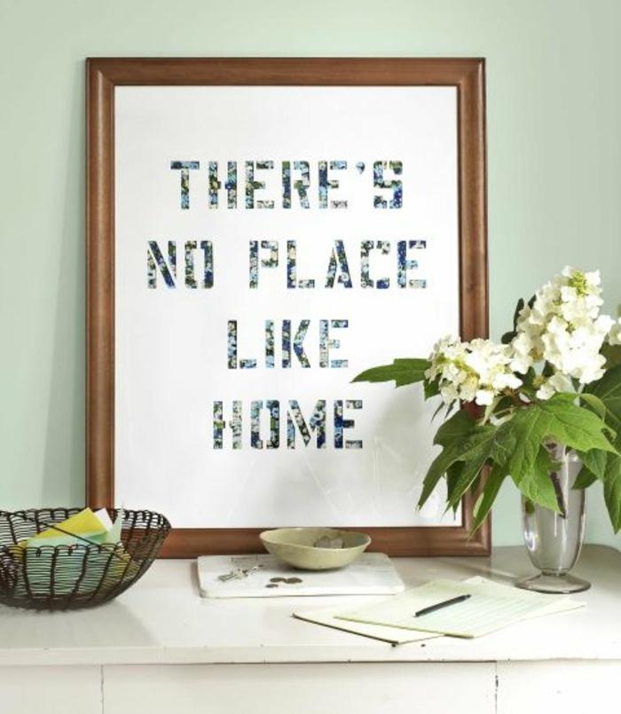 decorazione-murale-con-lettere-découpage-carta-multicolore-ritagliata-incollata-quadro-vaso-fiore