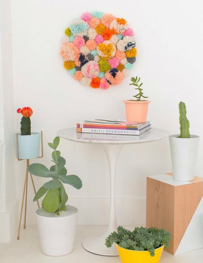 decorazione-parete-giardino-vertiale-finto-pompons-pallet-tavolo-decorazioni-piante-grasse-libri