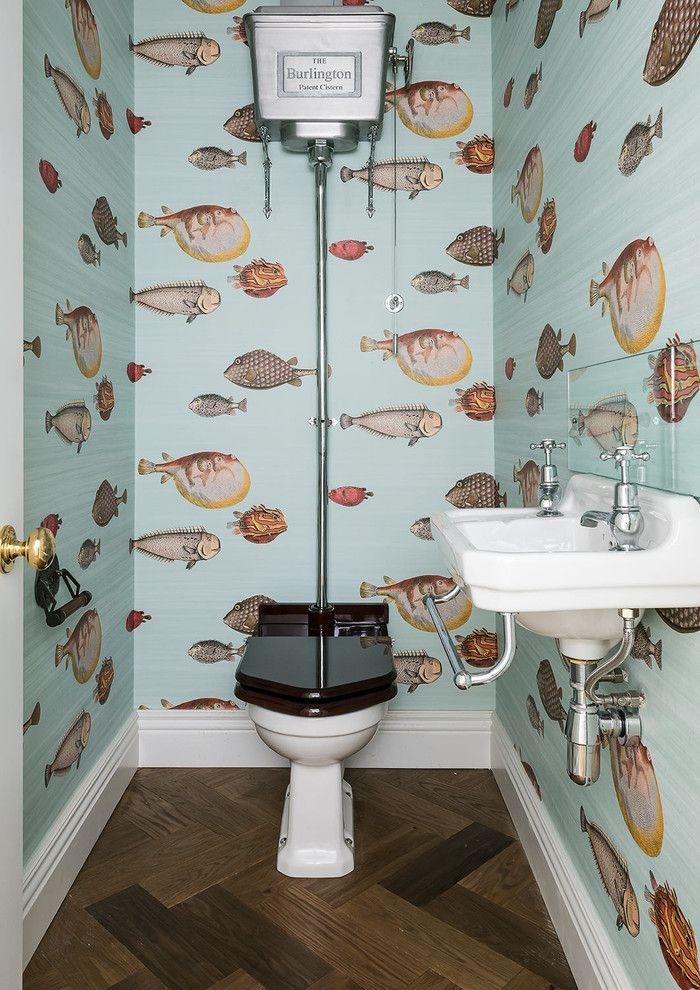 decorazioni-bagno-piccolo-arredamento-retrò-mobili-lavandino-freestanding-pareti-decorate-carta-da-parati-motivi-acquatici