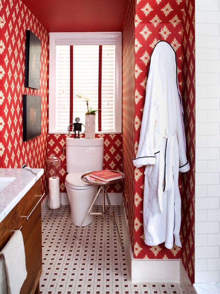 decorazioni-bagno-wc-toilette-retrò-arredamento-pareti-colorate-mobili-in-legno-piastrelle