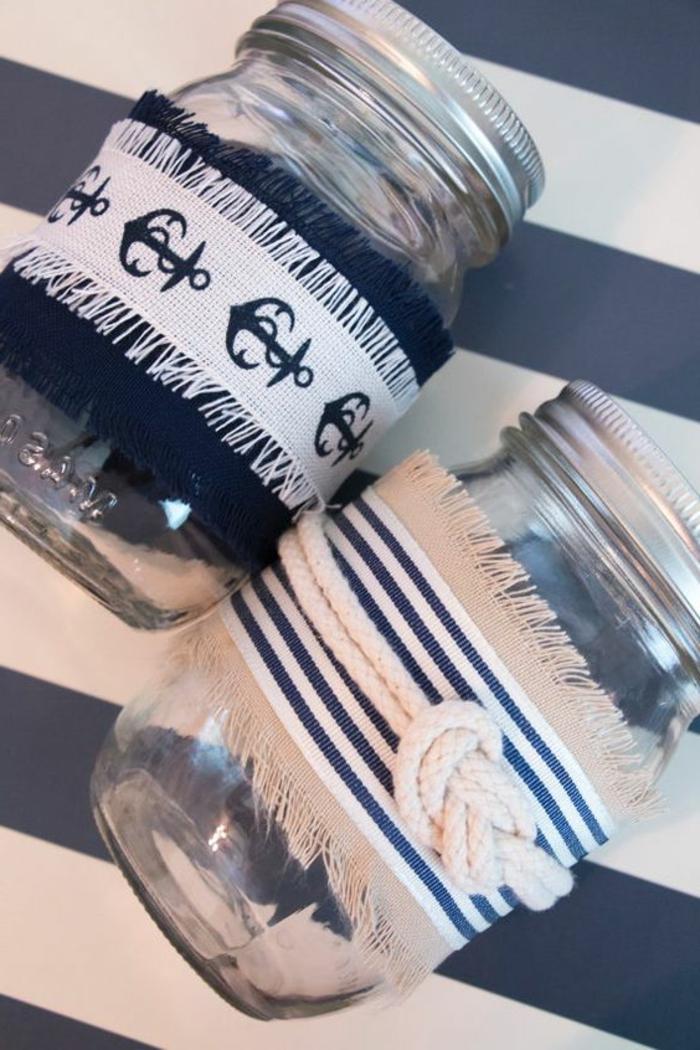 decorazioni-barattoli-vetro-stile-marinaro-nastri-tessuti-colore-blu-bianco-disegno-ancora-corda-legata