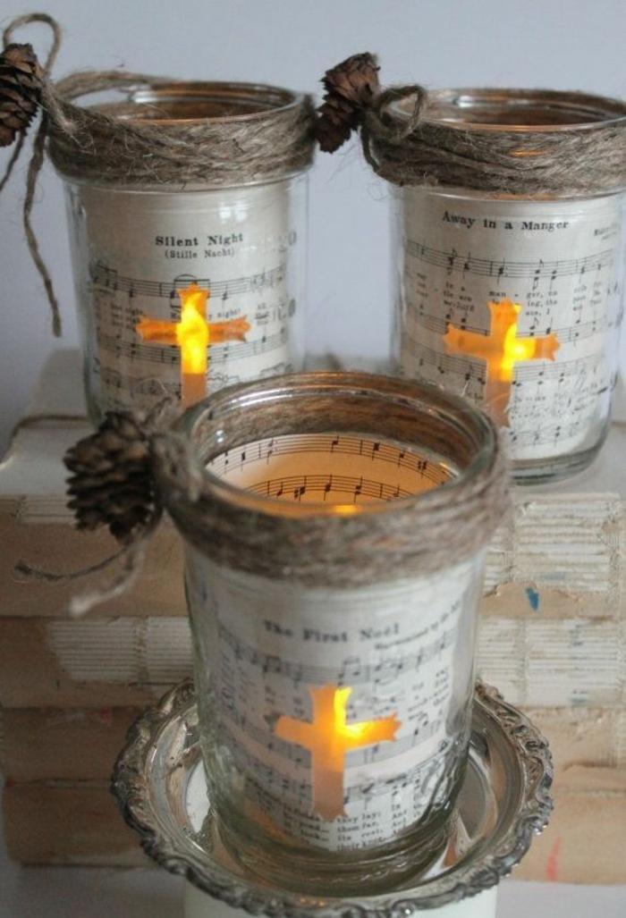 decorazioni-fai-da-te-candele-spartito-musicale-esterno-croce-centro-corda-grezza-alto-fiocco