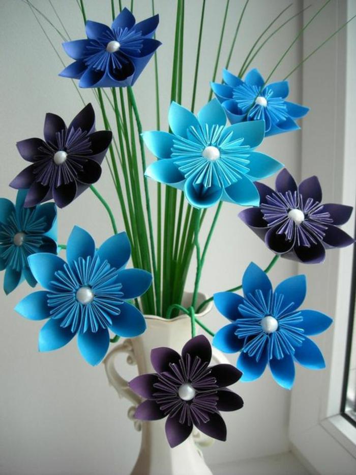 decorazioni-fai-da-te-finestre-vaso-fiori-carta-origami-colore-blu-viola-scuro-addobbi-estivi
