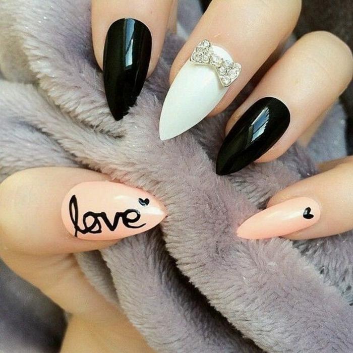 decorazioni-manicure-donna-unghie-forma-stiletto-colore-bianco-nero-rosa-beige-scritta-love-cuoricino-fiocco-brillantin