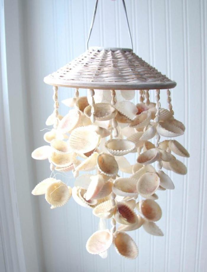 decorazioni-marine-carillon-conchiglie-base-coperchio-vimini-idea-addobbi-casa-originali