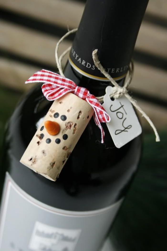 decorazioni-natalizie-fai-da-te-tappo-di-sughero-bottiglia-di-vino-idea-regalo-diy