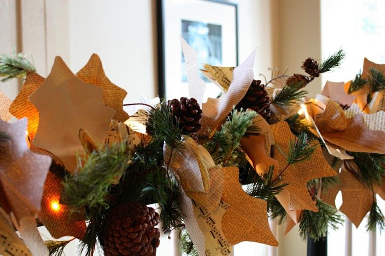 addobbi natalizi, una ghirlanda che decora un corrimano, realizzata con ritagli di carta a forma di foglie, pigne e luci