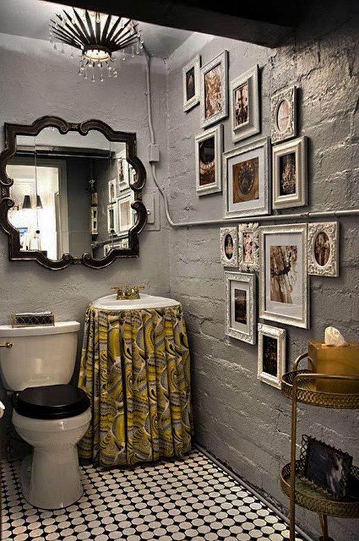 decorazioni-vintage-bagno-pareti-colore-argento-quadri-foto-specchio-lavandino-antico