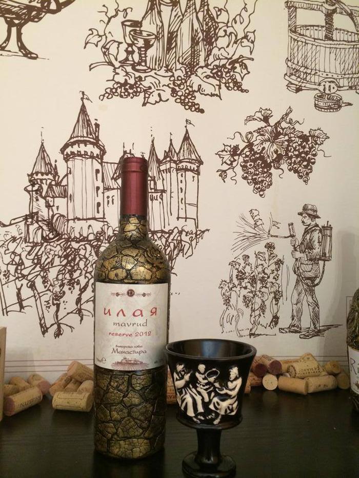 decoupage-su-vetro-bottiglia-di-vino-rosso-decorata-diseganata-fai-da-te-idea-regalo