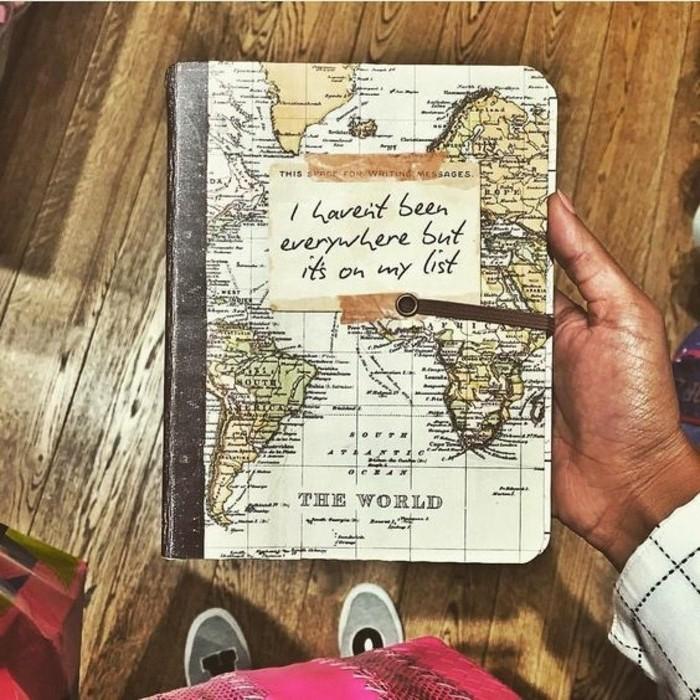 diari-di-viaggio-idea-copertina-rigida-mappamondo-abbinare-folgietto-citazione-inglese-racconti-viaggio