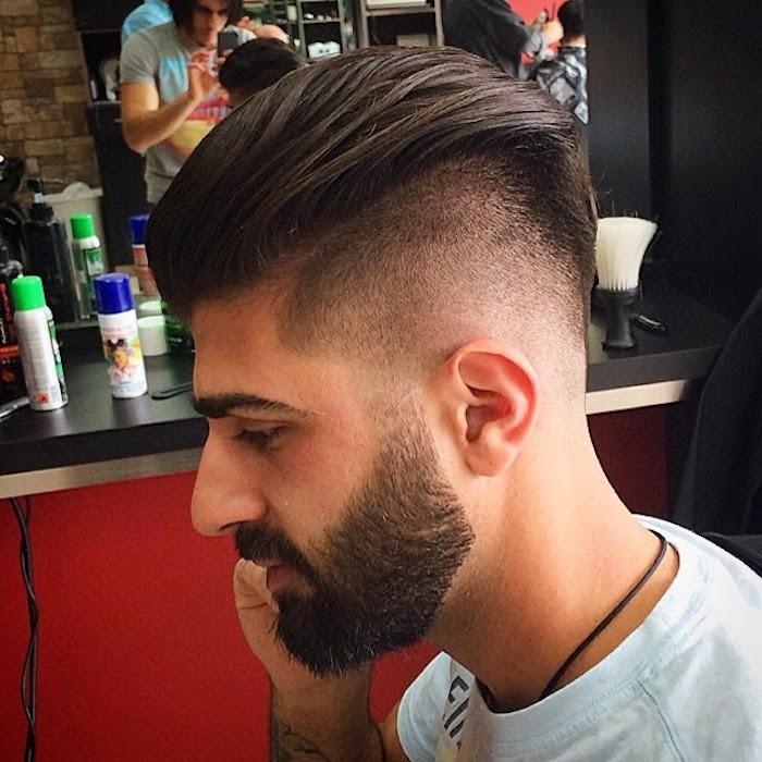 doppio-taglio-uomo-sfumato-capelli-castani-ciuffo-lungo-ingellato-barba-baffi-lunghi