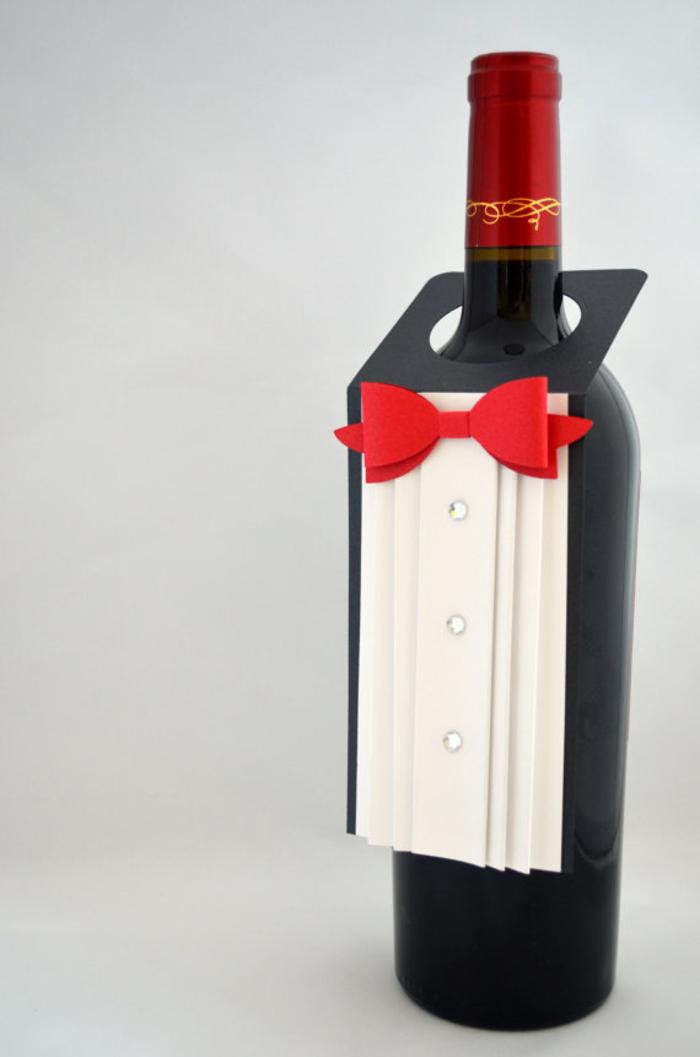 etichette-vino-rosso-elegante-costume-papillon-rosso-costume-bigliettino-stampato-fai-da-te