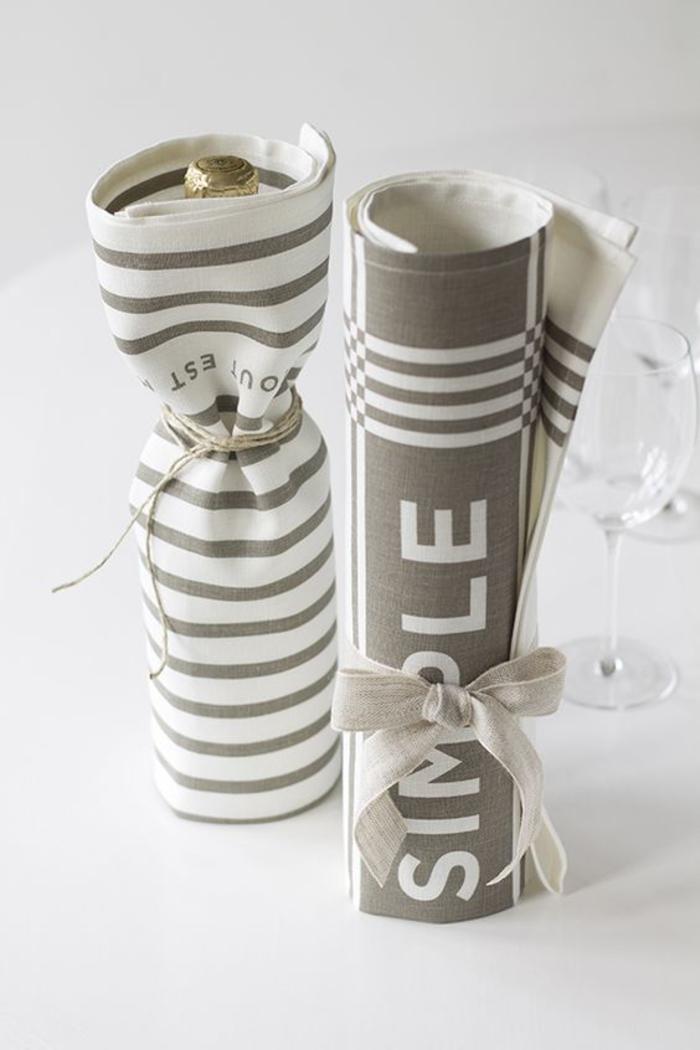 etichette-vino-sacchetto-stoffa-colore-grigio-bianco-fiocco-idea-regalo-bottiglie-decorate