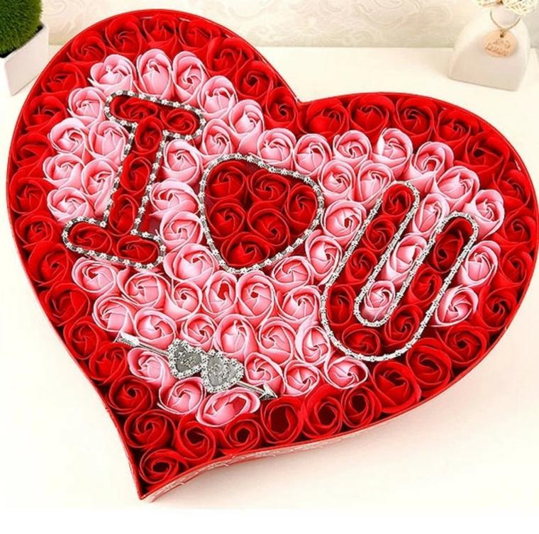 regali dai da te, un'idea per san valentino, un grande cuore realizzato con tanti petali rosa