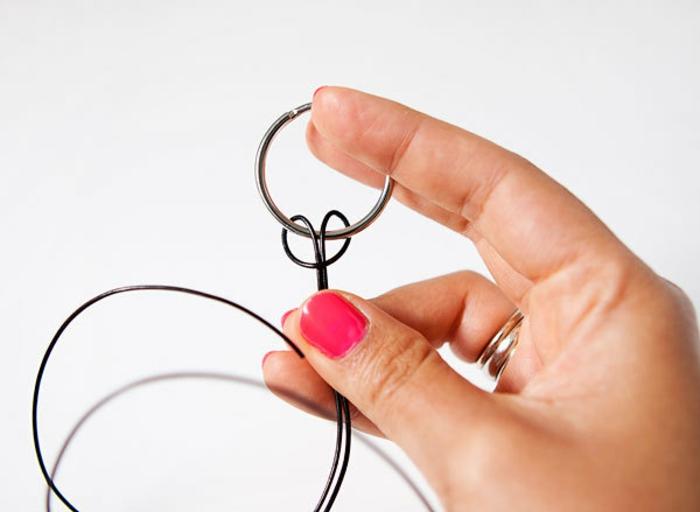 fare-un-nodo-corda-anello-primo-passaggio-tutorial-per-creare-un-portachiavi-idee-regalo-festa-del-papà