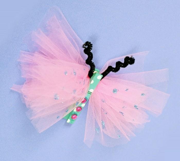 farfalla-realizzata-tulle-rosa-corpo-azzurro-cartone-palline-colorate-applicate-antenne-nere