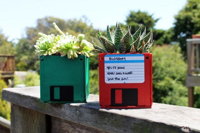 festa-del-papà-regali-riciclo-creativo-dischetti-floppy-colore-verde-rosso-vasi-piantine-da-esterno-terrazzo