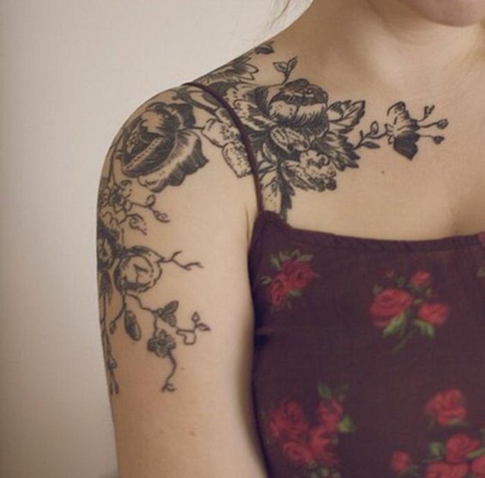 fiore-tattoo-magnifico-disegno-bianco-nero-copre-parte-braccio-spalla-petto