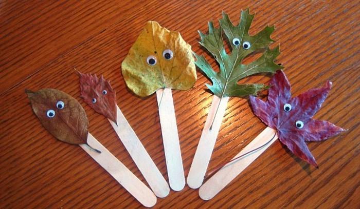 foglie-alberi-varie-forme-colori-occhi-mobili-incollate-bastoncini-legno-gelato