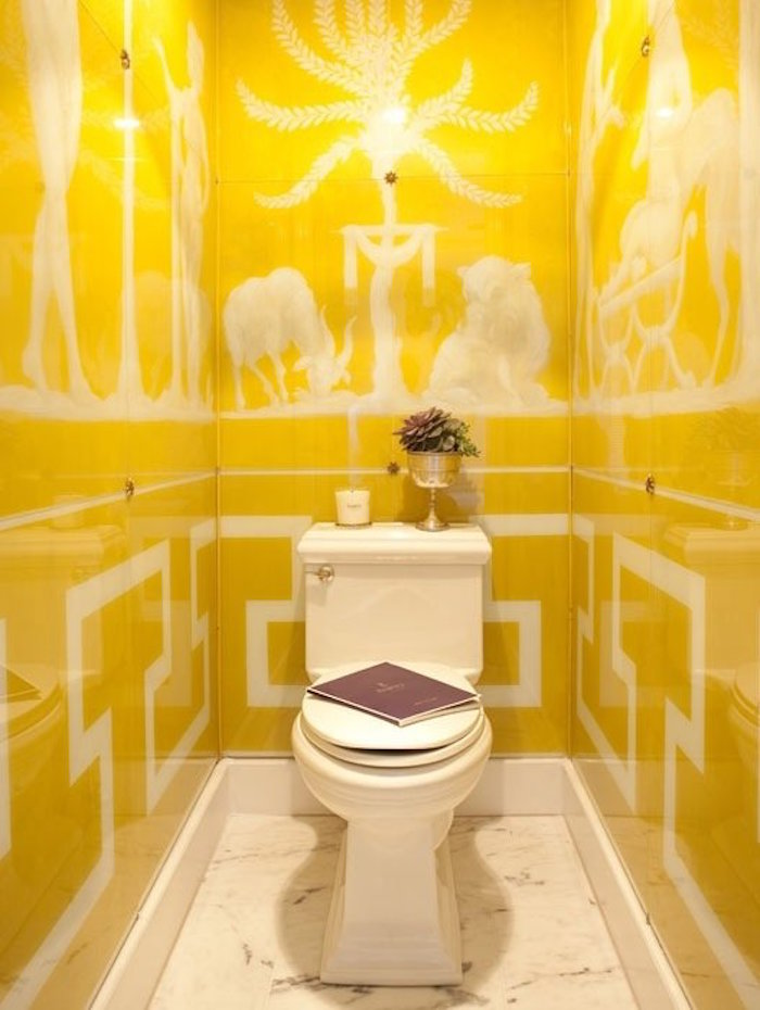 foto-bagno-piccolo-decorazioni-pareti-colore-giallo-toilette-francese-classico