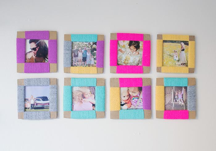 foto-collage-parete-decorazione-fili-carta-colorata-parete-bianca-cornici-fai-da-te