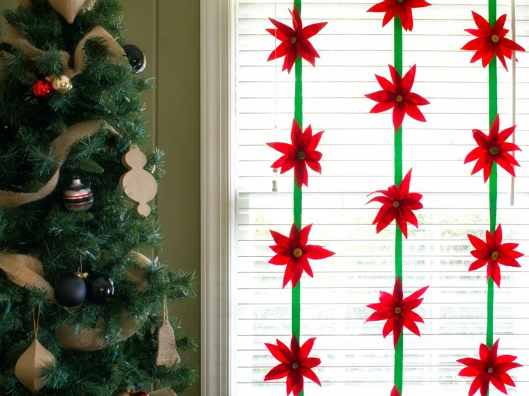 ghirlande natalizie di carta, una proposta da appendere al soffitto con delle stelle di natale