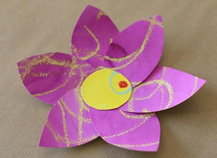 grande-fiore-cartoncino-viola-decorazioni-gialle-idea-semplice-realizzare