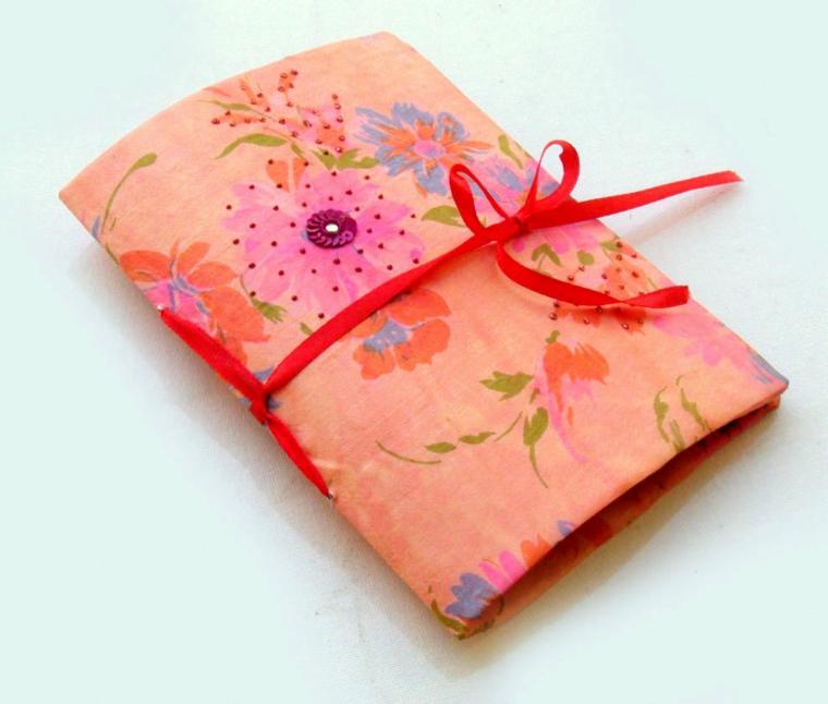 una proposta per un regalo fatto a mano: una custodia in stoffa per il notebook