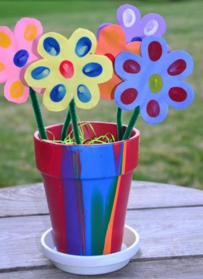 idea-regalo-festa-mamma-vaso-realizzato-bicchiere-pitturato-fiori-cartoncino-colorato