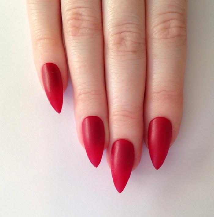 idea-smalto-gel-opaco-matt-stile-classico-elegante-colore-rosso-forma-unghia-stiletto