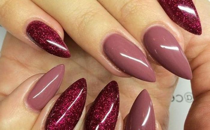 idee-decorazione-unghie-forma-punta-colore-bordeaux-glitterato-nail-art-manicure