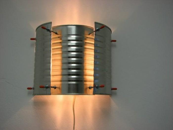 idee-fai-da-te-barattolo-latta-stile-industriale-lampada-muro-paralume-originale