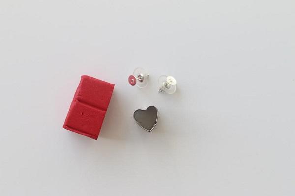 idee-fai-da-te-orecchini-formina-cuore-clips-pasta-fimo-come-realizzare-gioielli-casa