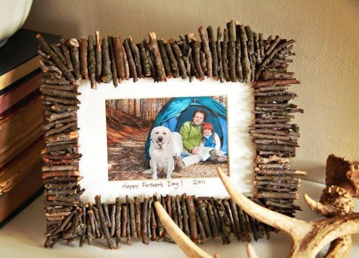 idee-regalo-festa-del-papà-cornice-foto-figlio-padre-personalizzata-decorazioni-rustiche-pezzettini-legno-lavoretti-creativi