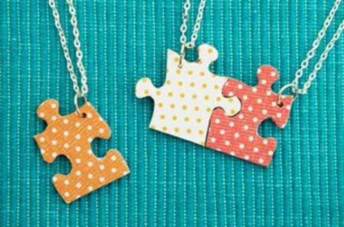 idee-regalo-migliore-amica-collone-catenina-argento-ciondoli-forma-tessere-puzzle-varie-fantasie