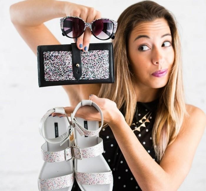 idee-regalo-migliore-amica-ecco-come-persoanlizzare-alcuni-oggetti-utilizzando-dello-smalto-glitterato