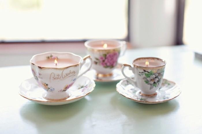 idee-regalo-per-migliore-amica-candele-romantiche-colorate-profumate-interno-tazzine-ceramica-decorate