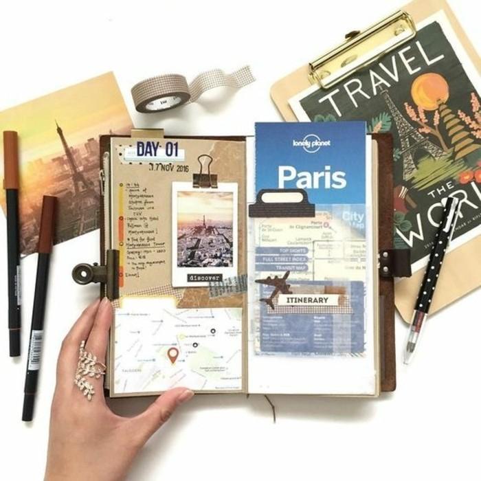 idee-viaggi-diario-cartoline-incollare-itinerario-biglietti-aereo-matite-nastro-adesivo-notebook