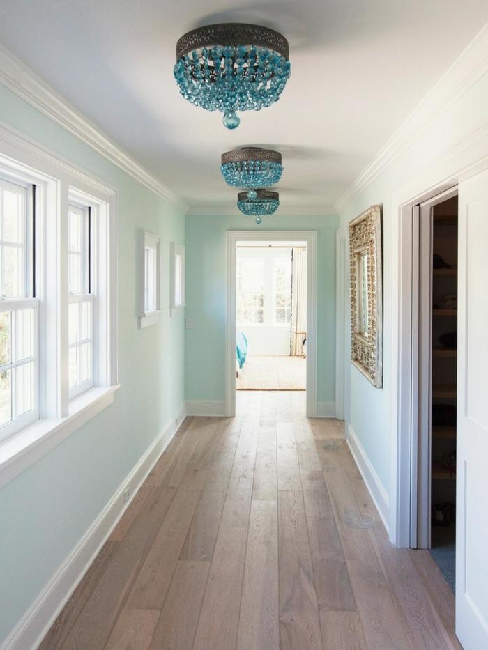 illuminazione-corridoio-particolare-pavimento-parquet-legno-chiaro-lampade-blu-cristallo-specchio