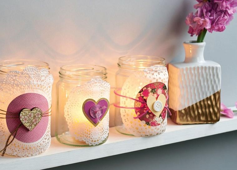 lanterne di barattoli di vetro decorati con centrini a forma di cuore