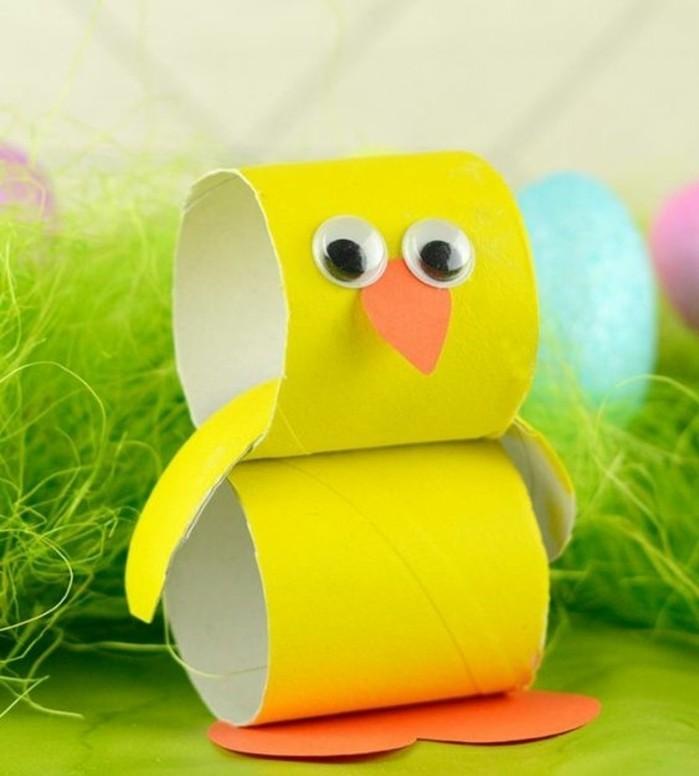 lavoretti-bambini-idea-decorazioni-pasqua-rotolo-carta-igienica-giallo-becco-zampe-pulcino-occhi-mobili