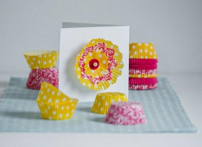 lavoretti-bambini-pirottini-gialli-fucsia-pois-utilizzati-decorare-biglietti-auguri-cartoncino-bianco