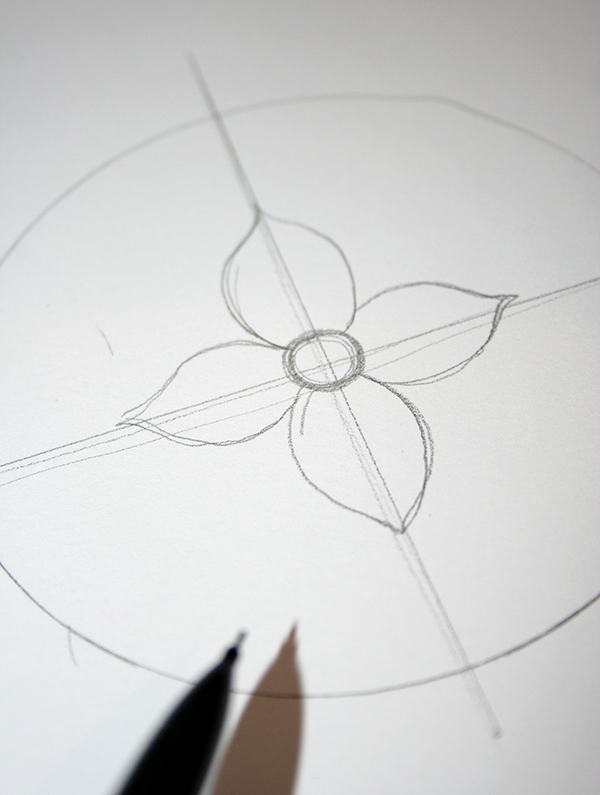 lavoretti-creativi-adulti-disegno-fai-da-te-mandala-cerchio-centro-fiore-petali-matita-nera