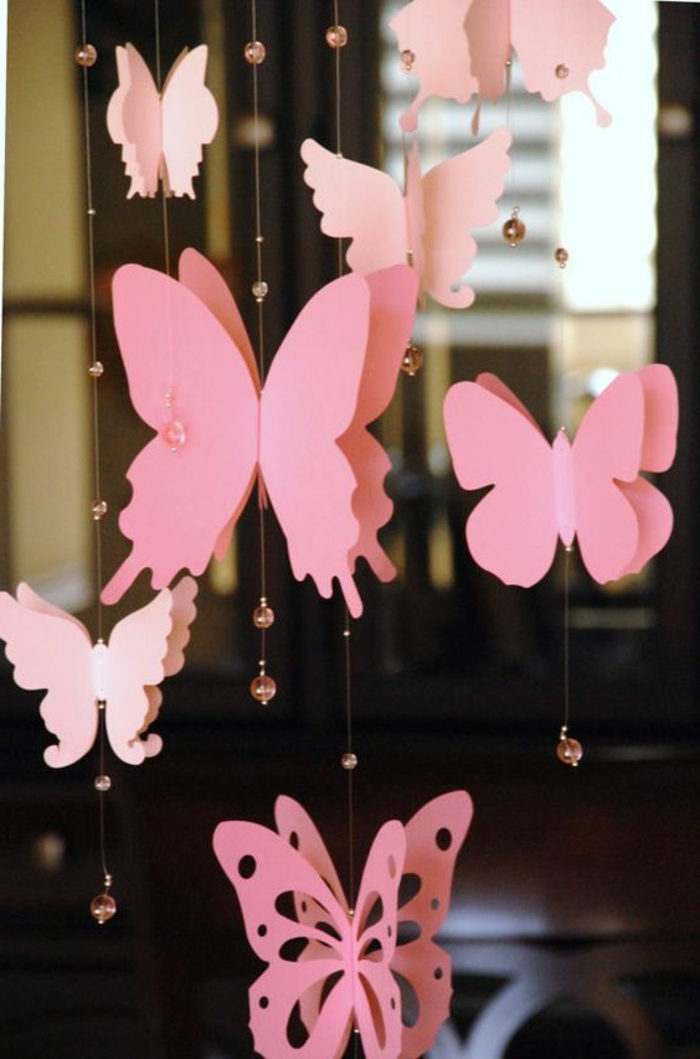 lavoretti-creativi-fai-da-te-farfalle-rosa-carta-attaccate-filo-decorate-perline