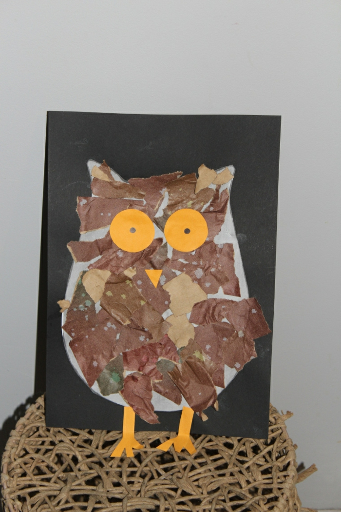 lavoretti-creativi-fare-bambini-gufetto-colorato-marrone-occhi-gialli-tondi