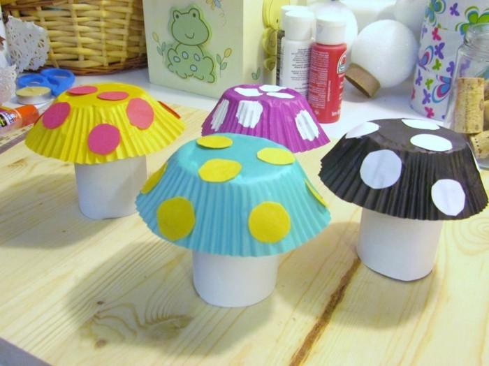 lavoretti-creativi-per-bambini-funghetti-realizzati-rotolo-carta-igienica-gambo-pirottini-pois-colorati