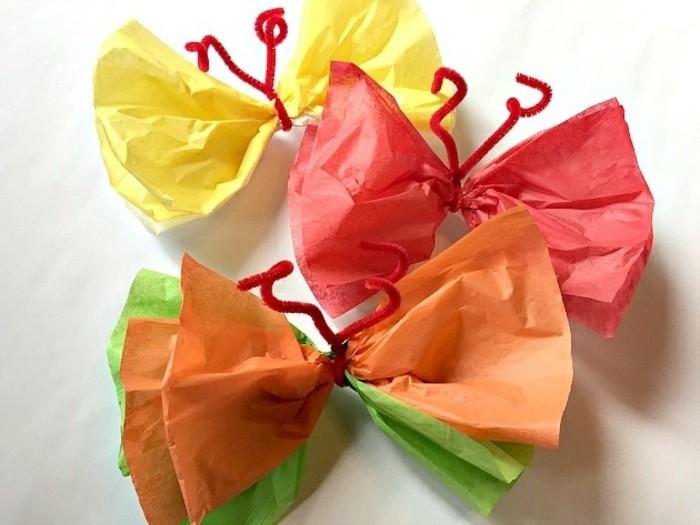 lavoretti-da-fare-con-i-bambini-farfalle-multicolare-realzizate-carta-crespa-antenne-rosse