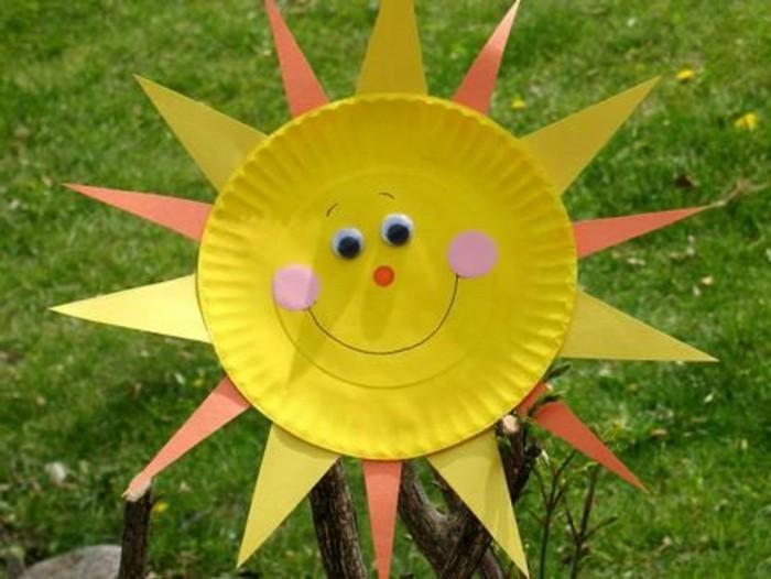 lavoretti-da-fare-con-i-bambini-piatto-plastica-trasformato-sole-occhi-mobili-grandi-raggi